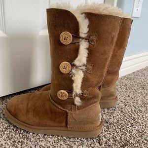 Ugg Bailey button triplet II tan boots